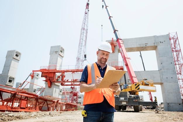 Ingénieur de chantier sur un chantier de construction