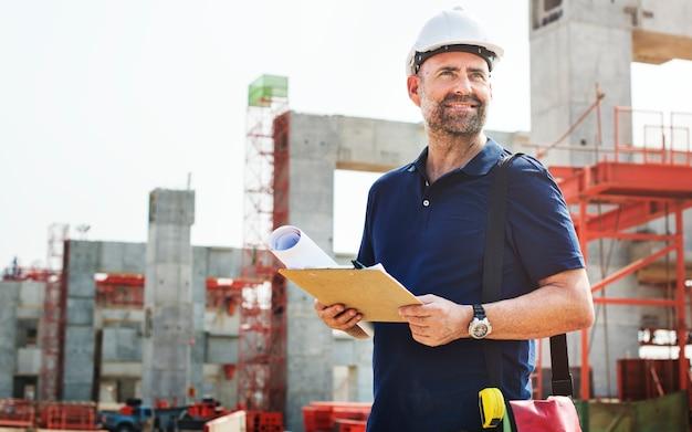 Ingénieur de chantier sur un chantier