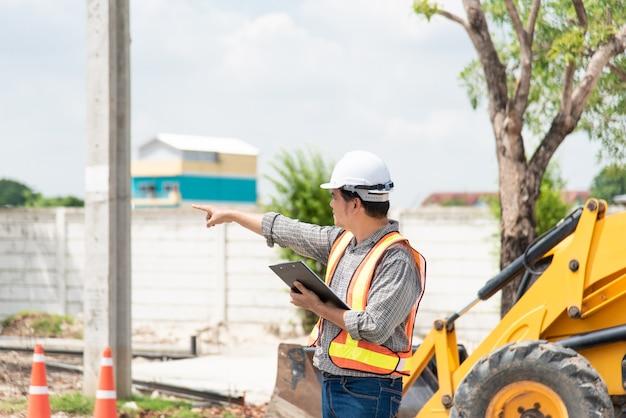 Ingénieur en construction homme sur chantier