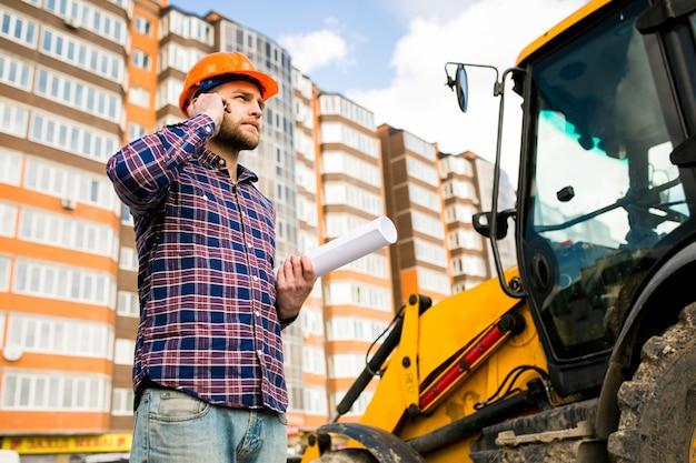 Ingénieur électricien en construction m homme