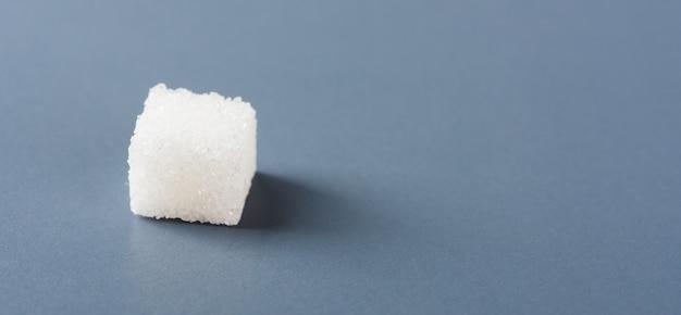 Un ingrédient alimentaire sucré cube de sucre blanc