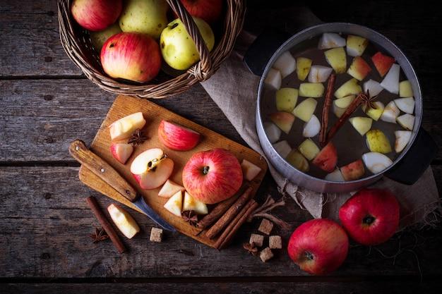 Ingrédient pour la cuisson du cidre de pomme ou de la compote. mise au point sélective