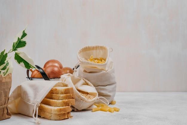 Ingrédients alimentaires de garde-manger vue de face