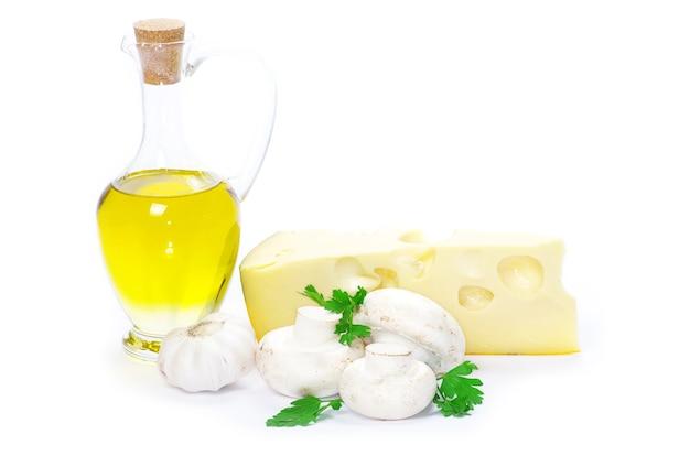 Ingrédients alimentaires isolés sur fond blanc