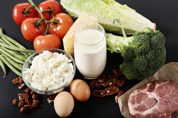 Ingrédients alimentaires sains sur tableau noir