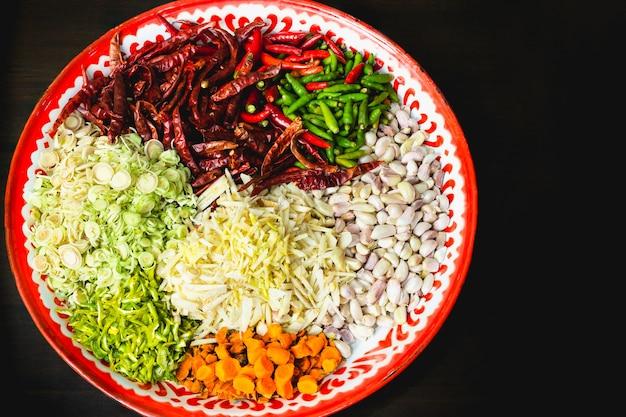 Ingrédients athentic de thai recette de pâte de curry rouge