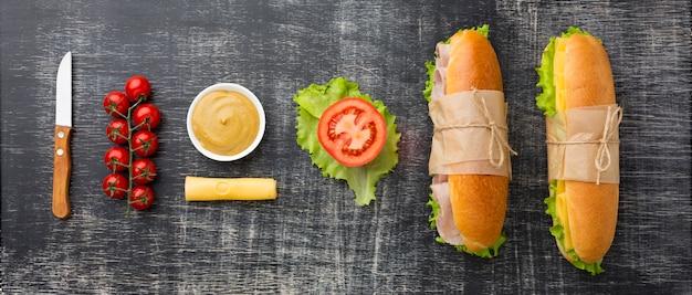 Ingrédients et délicieux sandwichs