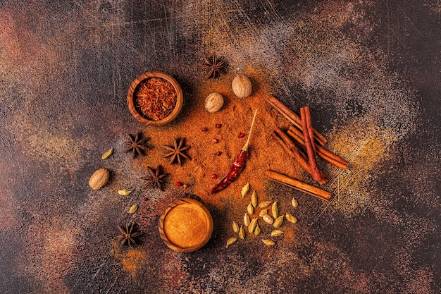 Ingrédients d'épices pour la cuisine. concept d'épices. vue de dessus.