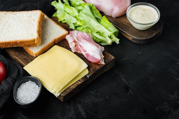 Ingrédients frais pour un délicieux sandwich, sur fond noir
