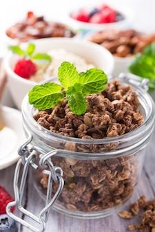 Ingrédients granola au chocolat faits maison