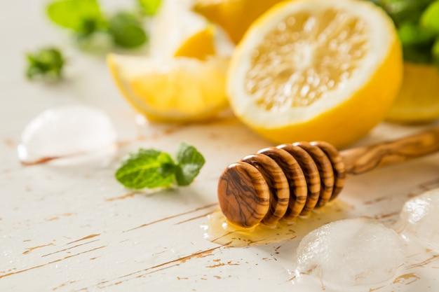 Ingrédients limonade sur blanc