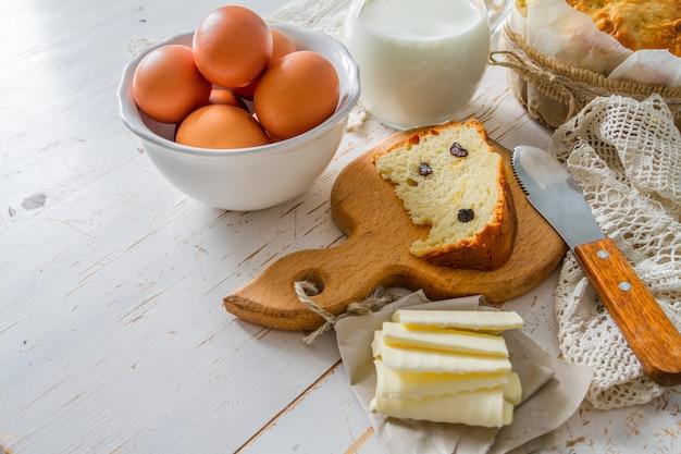 Ingrédients de maket frais pour la cuisson du pain de pâques