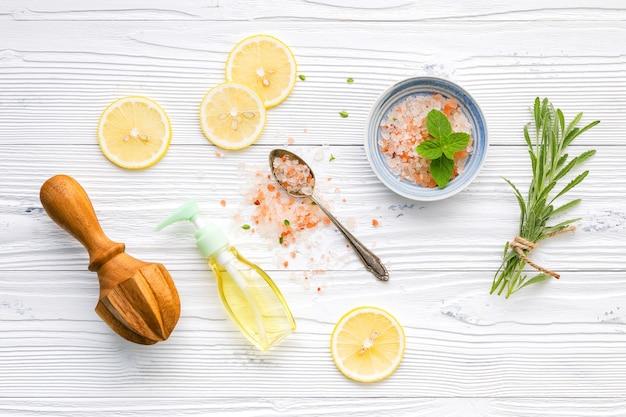 Ingrédients naturels du spa et gommage corporel.