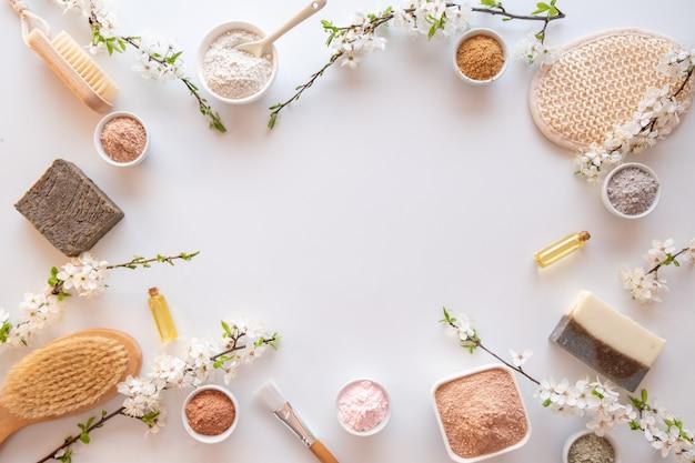 Ingrédients naturels pour le masque ou le gommage maison et facial. concept de spa et de soins corporels.
