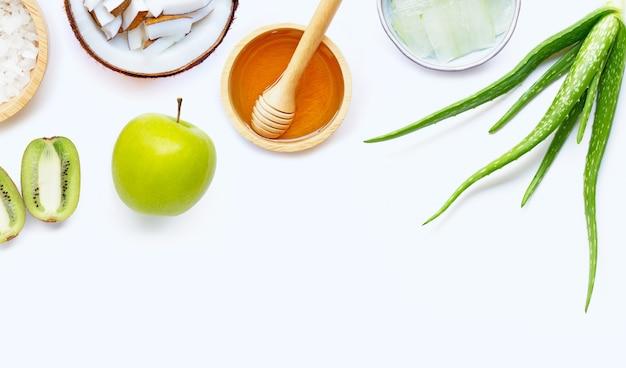 Ingrédients naturels pour les soins de la peau faits maison