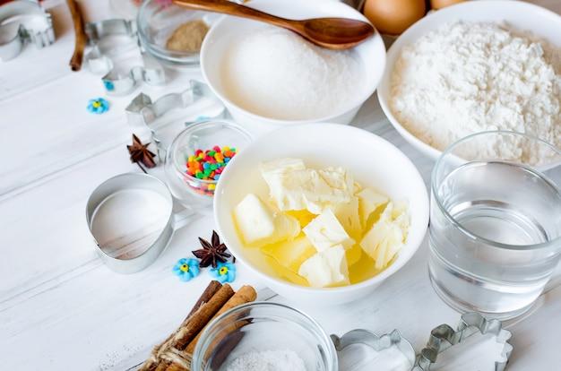 Ingrédients pour la cuisson du pain d'épices ou du gâteau