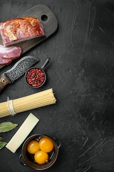 Ingrédients pour la cuisson des pâtes carbonara, spaghettis à la pancetta