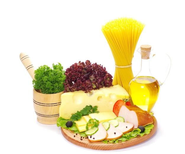 Ingrédients Pour La Cuisson Des Pâtes Italiennes Sur Blanc Photo Premium