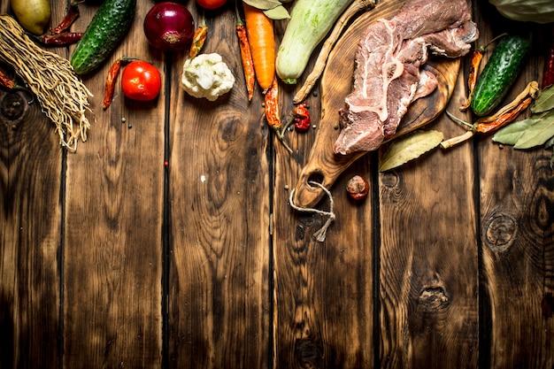 Ingrédients pour faire de la soupe au bœuf