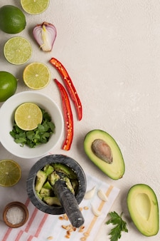 Ingrédients pour fond de cuisson sauce mexicaine guacamole