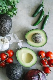 Ingrédients pour un guacamole frais
