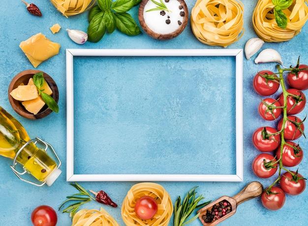 Ingrédients pour nouilles aux légumes avec cadre