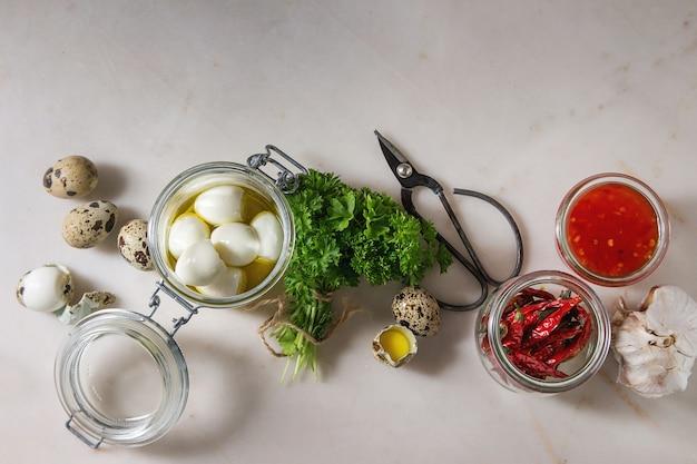 Ingrédients pour oeufs de caille marinés