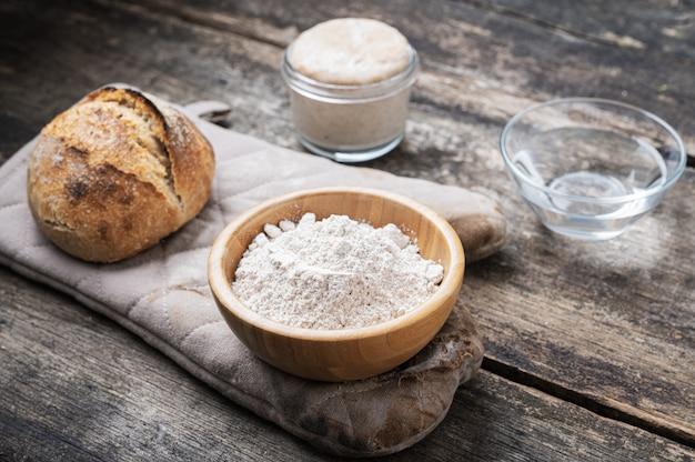 Ingrédients pour pain au levain fait maison