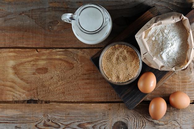Ingrédients pour la pâte: farine, sucre, œufs et lait