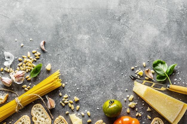 Ingrédients pour le pesto et le pain chiabatta
