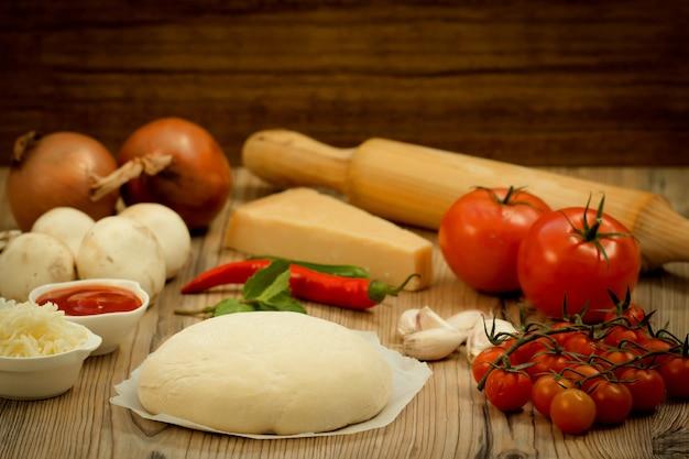 Ingrédients pour une pizza végétalienne