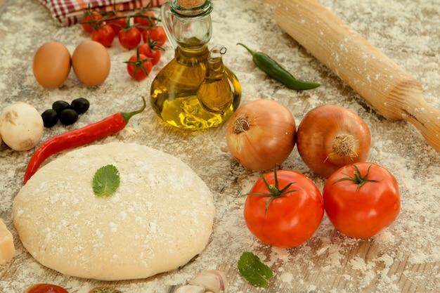 Ingrédients pour une pizza végétarienne