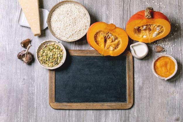 Ingrédients pour risotto à la citrouille et tableau noir