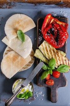 Ingrédients pour sandwich au pain pita