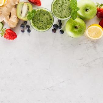 Ingrédients pour un smoothie vert frais
