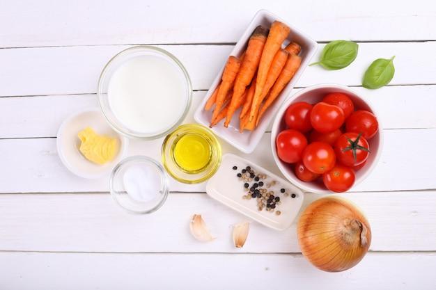 Ingrédients pour soupe aux tomates