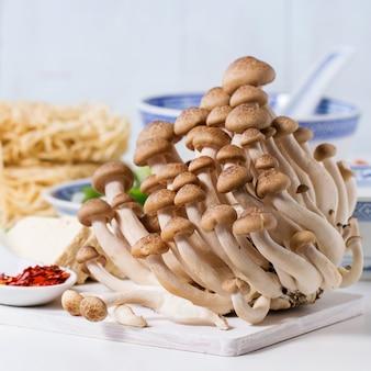Ingrédients pour la soupe de ramen asiatique