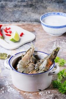 Ingrédients pour la soupe tom yam
