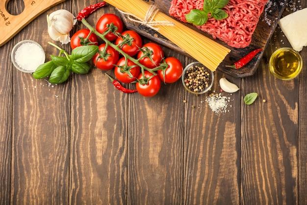 Ingrédients pour les spaghettis à la bolognaise