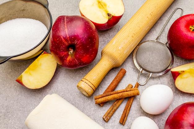 Ingrédients pour la tarte aux pommes https: //cdn-contributor.freepik.com/user17804885/3942414/previews/626/img_8889.jpg