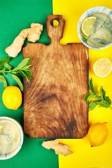 Ingrédients pour thé chaud au gingembre, citron, menthe