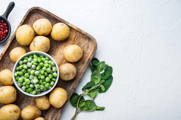 Ingrédients De Purée De Pommes De Terre Aux Pois Verts Et à La Menthe Photo Premium