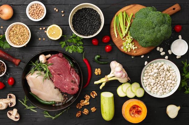 Ingrédients sains avec une vue de dessus de nourriture de régime