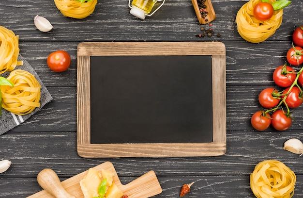Ingrédients de tableau noir pour la cuisine italienne