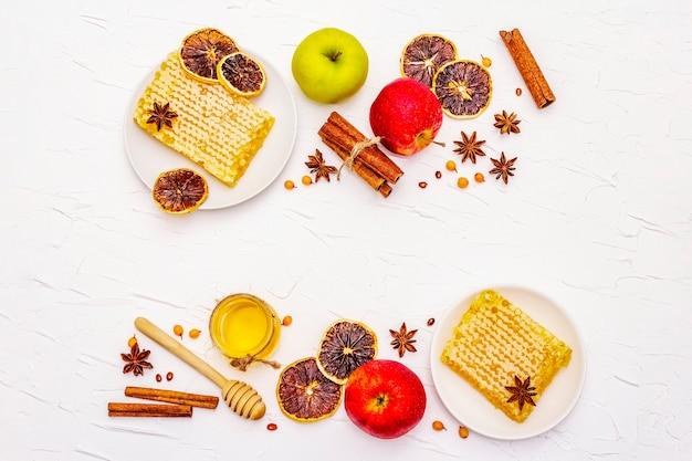 Ingrédients de la tarte aux pommes sur table