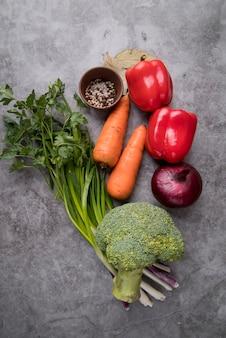 Ingrédients végétariens pour une délicieuse soupe