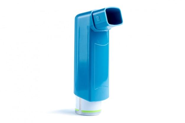 Inhalateur pour l'asthme sur blanc