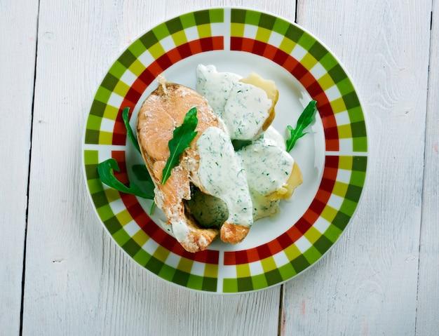 Inkokt lax - cuisine suédoise. saumon poché aux légumes