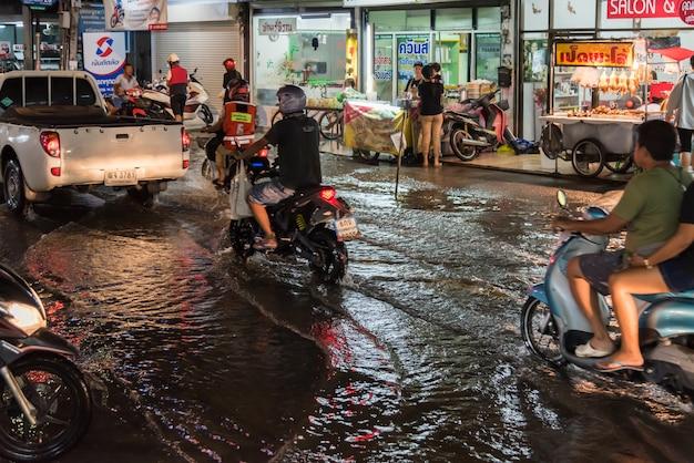 Inondation d'eau en ville, problème de système de drainage
