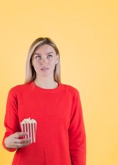Inquiet, modèle, tenue, pop-corn